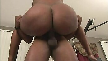 Black and sexy popses showing off at gym