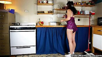 Dirty twerking in a kitchen for sweet youth mom