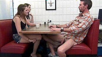 Amateur chums daughter Footjob Sweet daring Alyssa Gets Her Way With Daddys comrade