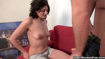 Anal with sexy grandma cum swapping